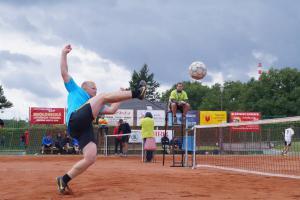 Sportem ku zdraví! Dobruška hostila Mistrovství HZS ČR v nohejbale trojic