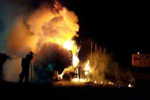 Požár nákladního vozidla se dřevem v Javorníku na Jesenicku