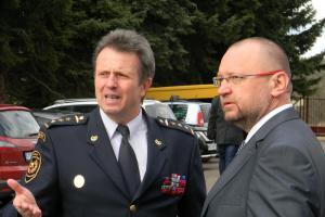 Politikům se u hasičů asi líbí. Píseckou stanici navštívil Jan Bartošek