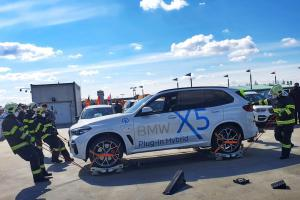 Speciální vozíky usnadní zásahy u hořícího elektromobilu (VIDEO)