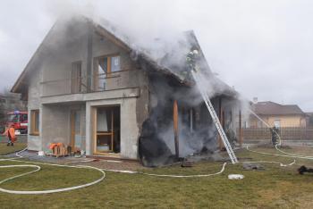 Při požáru novostavby hasiči uchránili majetek za téměř pět milionů