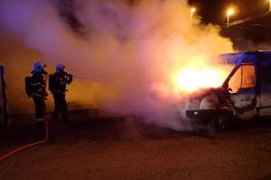 Úmysl nebo závada? Požár dodávky v Děhylově způsobil škodu za 100 tisíc korun
