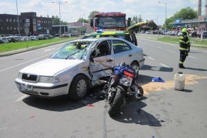 Další do počtu zraněných motorkářů. Na Vsetínsku se srazil s osobákem