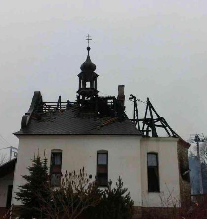 Žhavý popel zrodil požár, ten pak spálil nejen bývalou kapličku