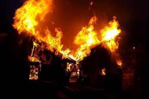 U přerovského nádraží hořela dvoupatrová budova. Velká záře do daleka