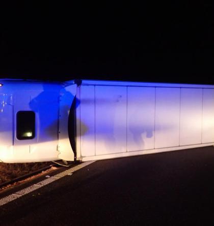Prokletá dálnice D1. Dopravu od Brna blokoval převrácený kamion