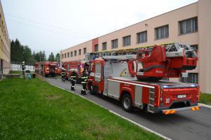 Příbramští hasiči si vyzkoušeli likvidaci požáru ve věznici. Šlo jim to skvěle