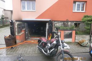 Požár motorek v garáži ve Slavkově na Opavsku zranil dva lidi