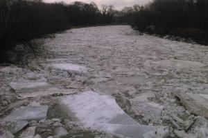 Zima odchází i korytem rozvodněných řek, hasiči mají napilno