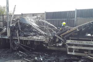 Dé jednička u Brna. Při dopravní nehodě zemřeli tři lidé,  dálnice stála