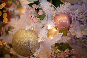Extra: Hasič, který nejen hasí, ale dovede i zpívat. A přímo vánočně (VIDEO)