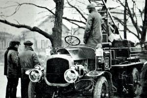 První automobilová stříkačka v Praze