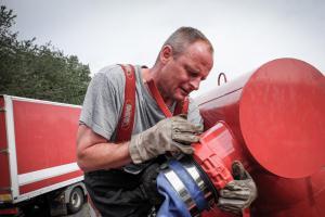 Na Smíchovské náplavce společně cvičili profesionální a dobrovolní hasiči