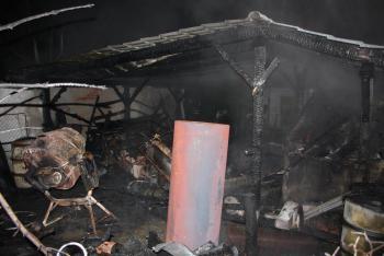 Pes upozornil na požár, hlasitým štěkotem vyburcoval lidi k akci