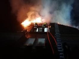 Krejčířova černošická vila v plamenech. Úmysl, nebo nedbalost? (VIDEO)
