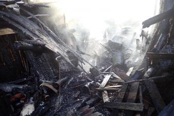 Systém pro zasněžování hasičům pomohl hasičům v boji s ohněm