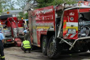 Extra: Hasiči zachraňují životy a sami někdy čelí dopravním nehodám (VIDEO)
