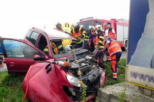 Hasiči vyprostili zraněného řidiče z havarovaného vozu na dálnici D1