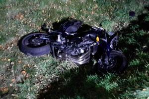 Další zbytečná smrt mladíka. Motorkář havaroval v Sebranicích, nepřežil