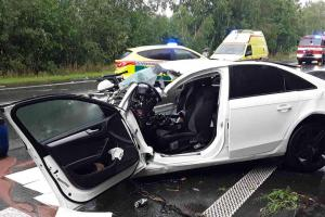 Nehoda třech osobáků s náklaďákem na Pelhřimovsku. Čtyři zranění