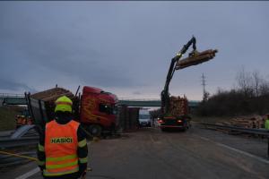 Nehoda polských vozidel u Velkých Albrechtic zaměstnala hasiče 6 hodin