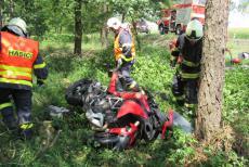 Muselo to být? Další motorkář nepřežil, střetl se v Býšti s osobním autem (VIDEO)