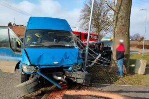 Po nehodě dvou vozidel vyprostili hasiči jednu osobu