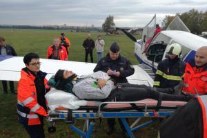 Letadlo padá z nebe! Hasiči cvičili záchranu posádky po nouzovém přistání