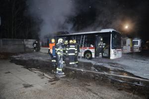 Autobus v Kladně dokončil směnu a po zaparkování v depu shořel