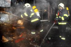 Požár chaty v pražských Jinonicích zpozorovali záchranáři ze sanitky