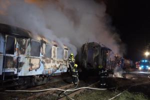Hořely historické železniční vagony v Jaroměři. Práce bylo až nad hlavu