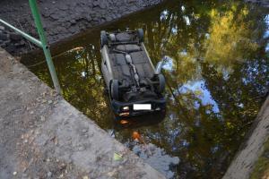 Pád auta do řeky na Brněnsku nepřežili dva lidé. Muž a žena