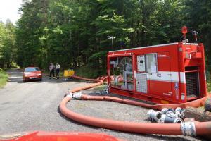 Z čerpadla do čerpadla. Pražští hasiči cvičili dálkovou dopravu vody