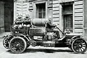 Automobilová stříkačka z roku 1912