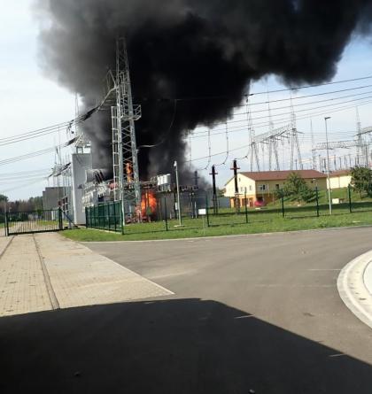 Požár v rozvodně nedaleko Otrokovic zaměstnal několik jednotek hasičů