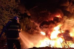 Ve Zdechovicích hořela skládka pneumatik. Hasiči použili osvědčenou metodu