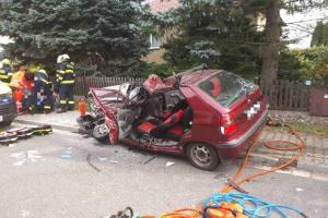 Při nehodě v Mněticích vážně zraněny dvě osoby