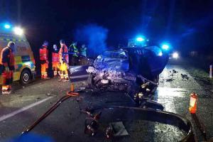 Na silnici u Bezděkova na Pardubicku po nehodě zemřeli dva řidiči