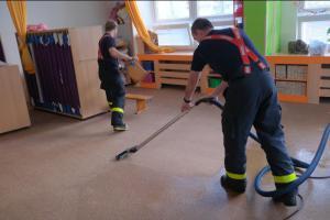 Noční zrada v mateřské školce: Prasklá hadička vytopila dvě místnosti