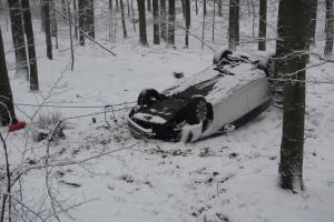 Únor bílý, dopravní nehody sílí. Další řidič skončil v nemocnici