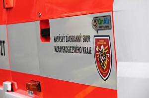 U požáru na Karvinsku zemřel profesionální hasič. Propadl střechou
