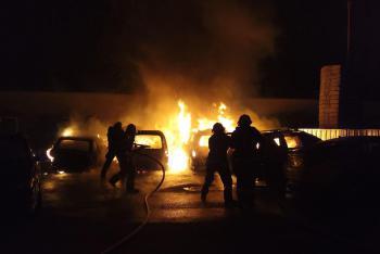 Auta hořela ve velkém. V Brně jich hořelo najednou rovnou sedm