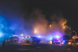Nedělní ráno v Přerově nic moc. Hořelo v průmyslovém areálu (VIDEO)