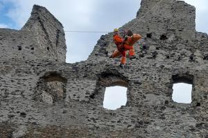 Hasiči na hradě Sukoslav. Cvičili na něm záchranu lidí
