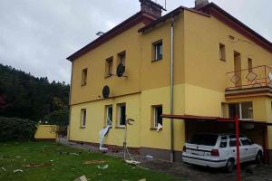 Zkažený víkend. Exploze plynu v domě v Kerharticích zranila dva lidi