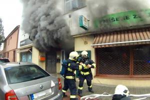 Požár bytového domu v Brně Maloměřicích. Je teď neobyvatelný