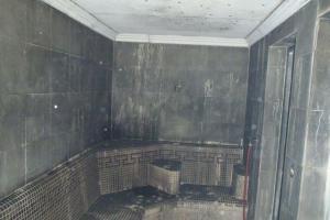 Teplíčko v hotelové sauně bylo větší než obvykle. Zrovna hořela