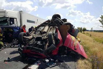 Vážná dopravní nehoda u obce Janov. Sedm zraněných a mrtvý pes