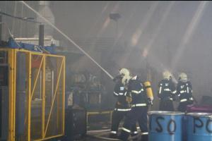 Hořela tuna chemické látky, dým ohrožoval občany obce Lhotsko