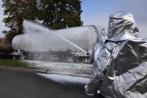 Cvičný požár železniční cisterny prověřil hasiče na Kutnohorsku